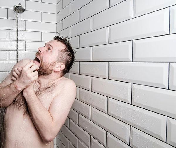 5 buoni motivi per fare una doccia fredda al mattino | Swiss Natura Med